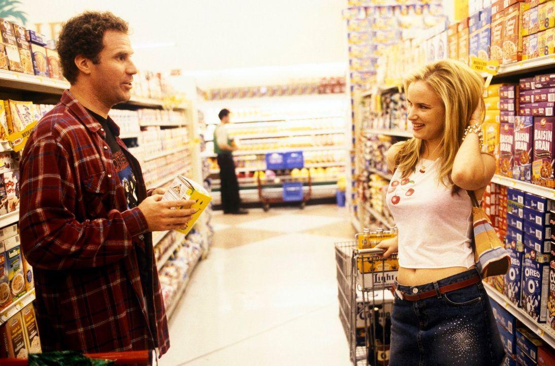 Weil Heidi (Juliette Lewis, r.) Mitch betrogen hat, kann Frank (Will Ferrell, l.) seine Studentenzeit wieder aufleben lassen. Man(n) dankt ... - Bildquelle: DreamWorks SKG
