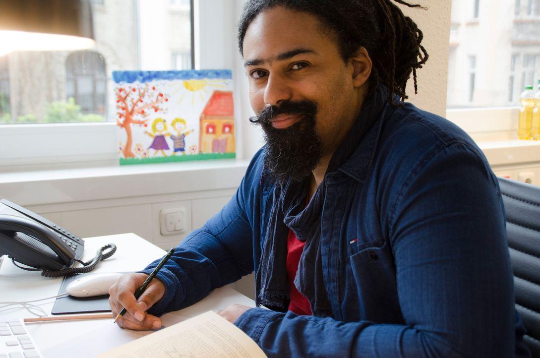 Yann Yondo ist Vollblutmusiker, in den neuen Medien zuhause und durch seine coole, lockere Art eine markante Identifikationsfigur für Kinder und Jug... - Bildquelle: SAT.1