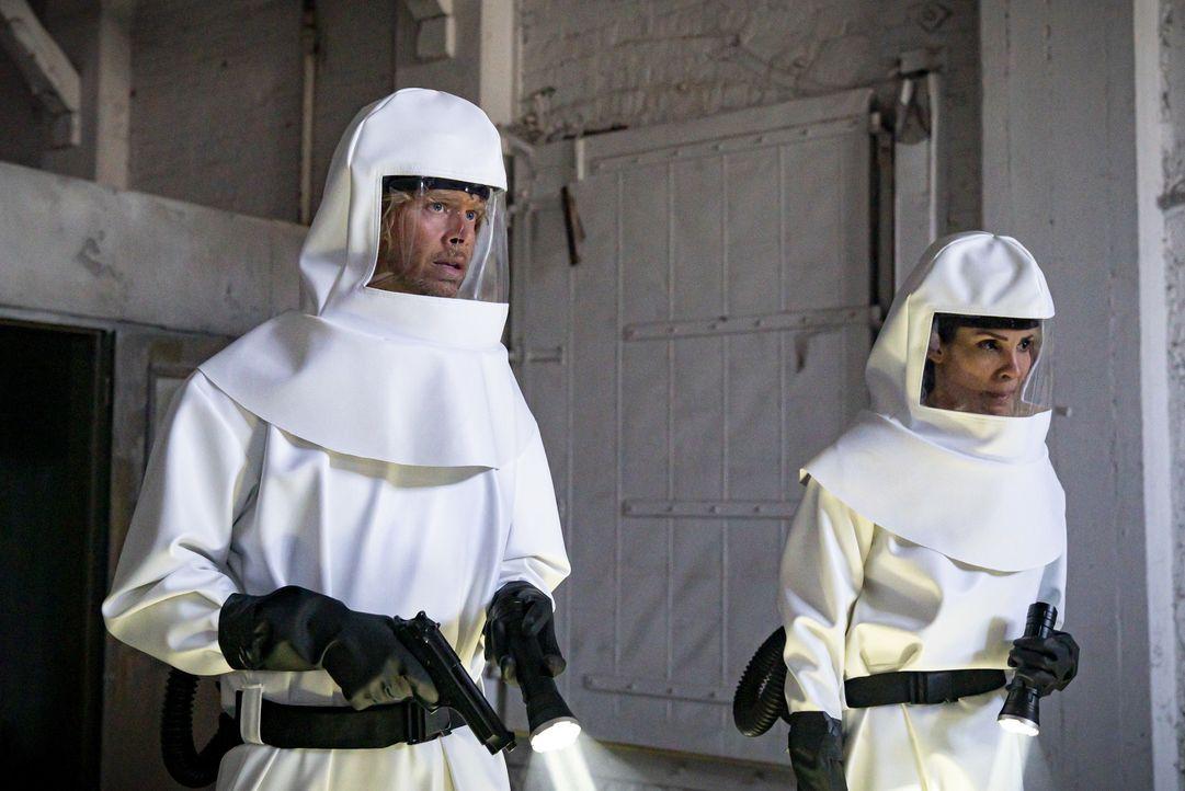 Marty Deeks (Eric Christian Olsen, l.); Kensi Blye (Daniela Ruah, r.) - Bildquelle: Bill Inoshita 2019 CBS Broadcasting, Inc. All Rights Reserved. / Bill Inoshita