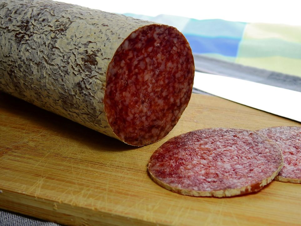 11. WurstEbenso wie Käse enthalten auch Wurst und andere verarbeitete Fleisc... - Bildquelle: Pixabay