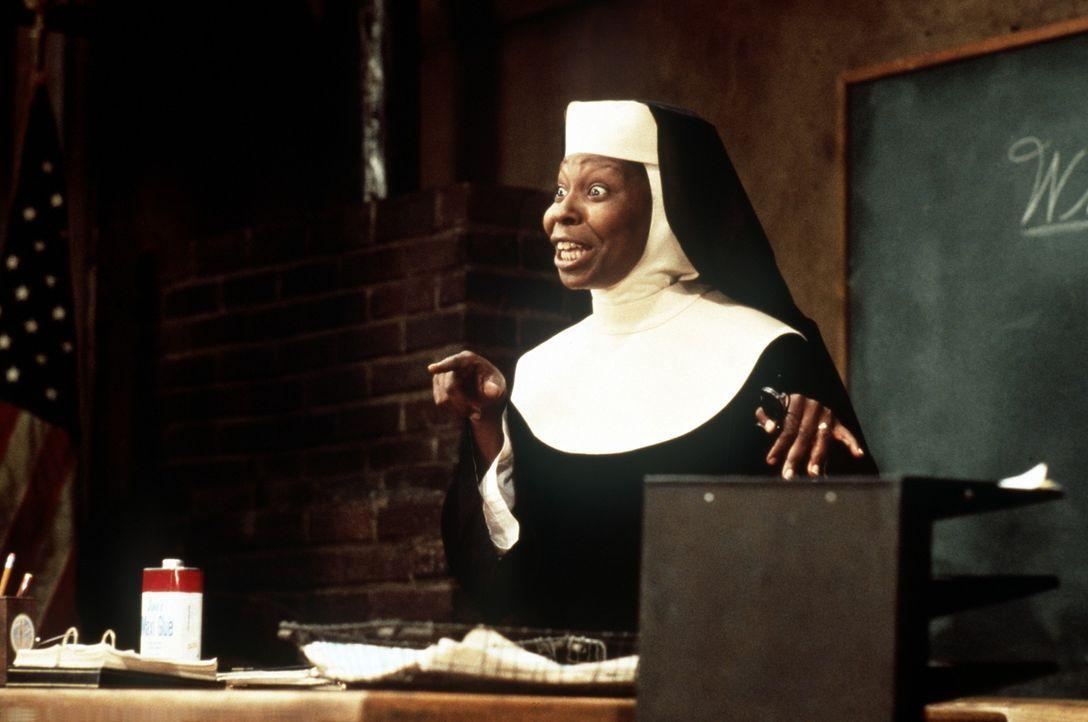 Die Barsängerin Deloris von Cartier (Whoopie Goldberg) wird von ihren Nonnenfreundinnen überredet, sich erneut ins Nonnenkostüm zu zwingen, um ihnen... - Bildquelle: Buena Vista Pictures