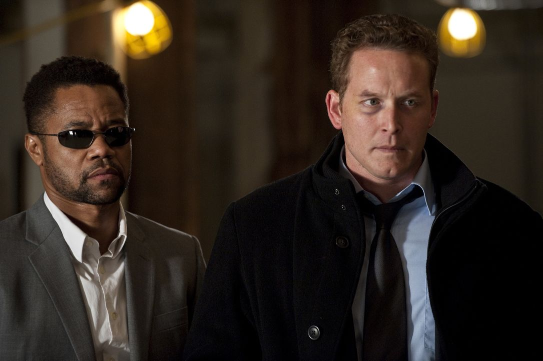 Rache ist ein häufiges Mordmotiv, das weiß nicht nur der Spezialagent Jonas Arbor (Cuba Gooding Jr., l.), sondern auch Allan Campbell (Cole Hauser,... - Bildquelle: 2011 Sony Pictures Worldwide Acquisitions Inc. All Rights Reserved