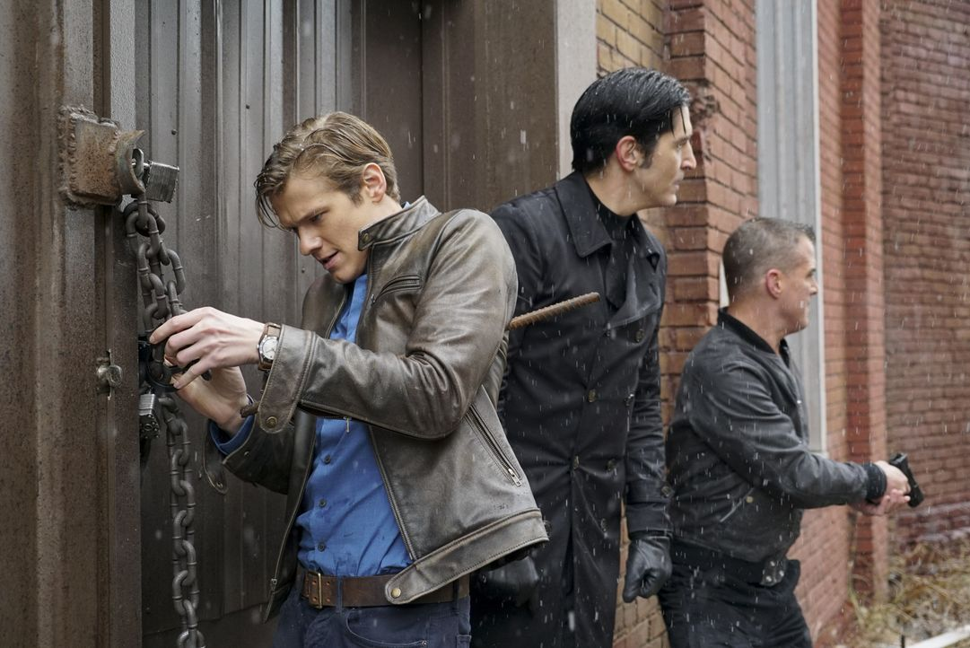 (v.l.n.r.) Angus MacGyver (Lucas Till); Murdoc (David Dastmalchian); Jack Dalton (George Eads) - Bildquelle: Annette Brown Annette Brown/CBS   2017 CBS Broadcasting, Inc. All Rights Reserved.