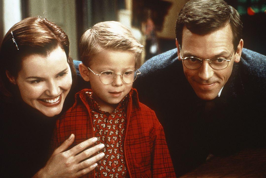 Ganz gespannt und voller Aufregung warten Mrs. Little (Geena Davis, l.), George Little (Jonathan Lipnicki, M.) und Mr. Little (Hugh Laurie, r.) auf... - Bildquelle: Columbia TriStar Film