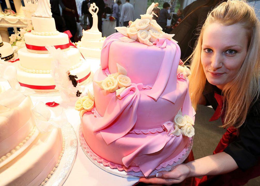 Hochzeitstorte-Pink-dpa - Bildquelle: dpa