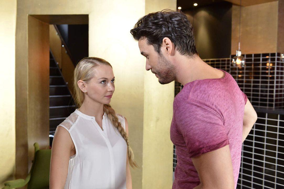 Wie wird es zwischen Luisa (Jenny Bach, l.) und Sami (Alexander Milo, r.) weitergehen - jetzt wo Julian Bescheid weiß? - Bildquelle: Oliver Ziebe sixx