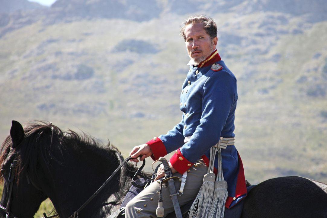 Der machthungrige Oberst Graf Arnim von Hohenberg (Benno Fürmann), Anführer des Trecks, geht gegen jeden vor, der sich seinen Interessen widersetz... - Bildquelle: Boris Guderjahn SAT.1
