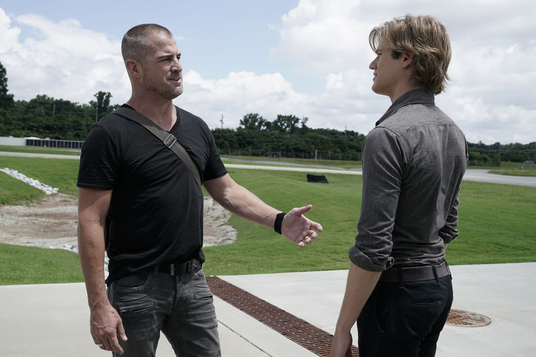 Jack Dalton (George Eads, l.); MacGyver (Lucas Till, r.) - Bildquelle: Jace Downs 2018 CBS Broadcasting, Inc. All Rights Reserved.