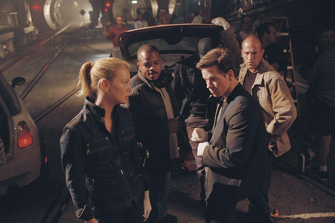 Regisseur F. Gary Gray, 2.v.l. mit (v.l.n.r.) Charlize Theron, Mark Wahlberg und Jason Statham - Bildquelle: TMG