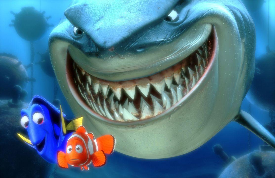 Der Hai Bruce (r.) hat es offensichtlich auf Dorie (l.) und Marlin (M.) abgesehen ? - Bildquelle: Walt Disney Pictures