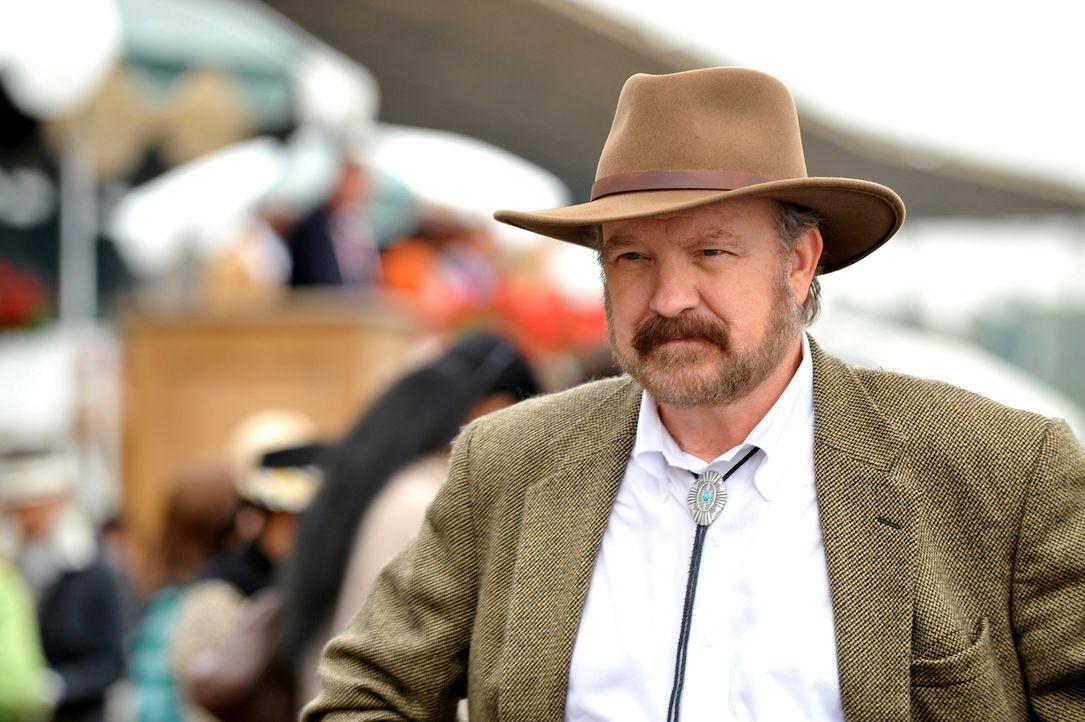 Hat Holwell (Jim Beaver) etwas mit dem Tod an Bill Sutton zu tun? - Bildquelle: Warner Bros. Television