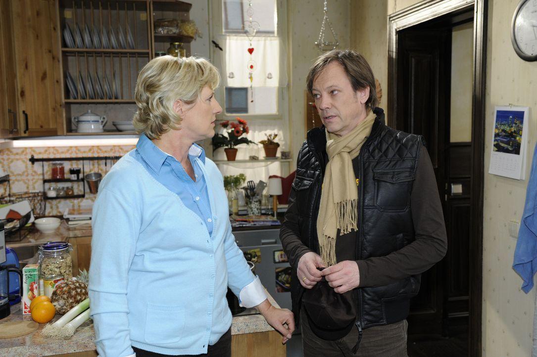 Armin (Rainer Will, r.) hat Geldsorgen und möchte sich etwas von Susanne (Heike Jonca, l.) leihen, scheitert allerdings ... - Bildquelle: SAT.1