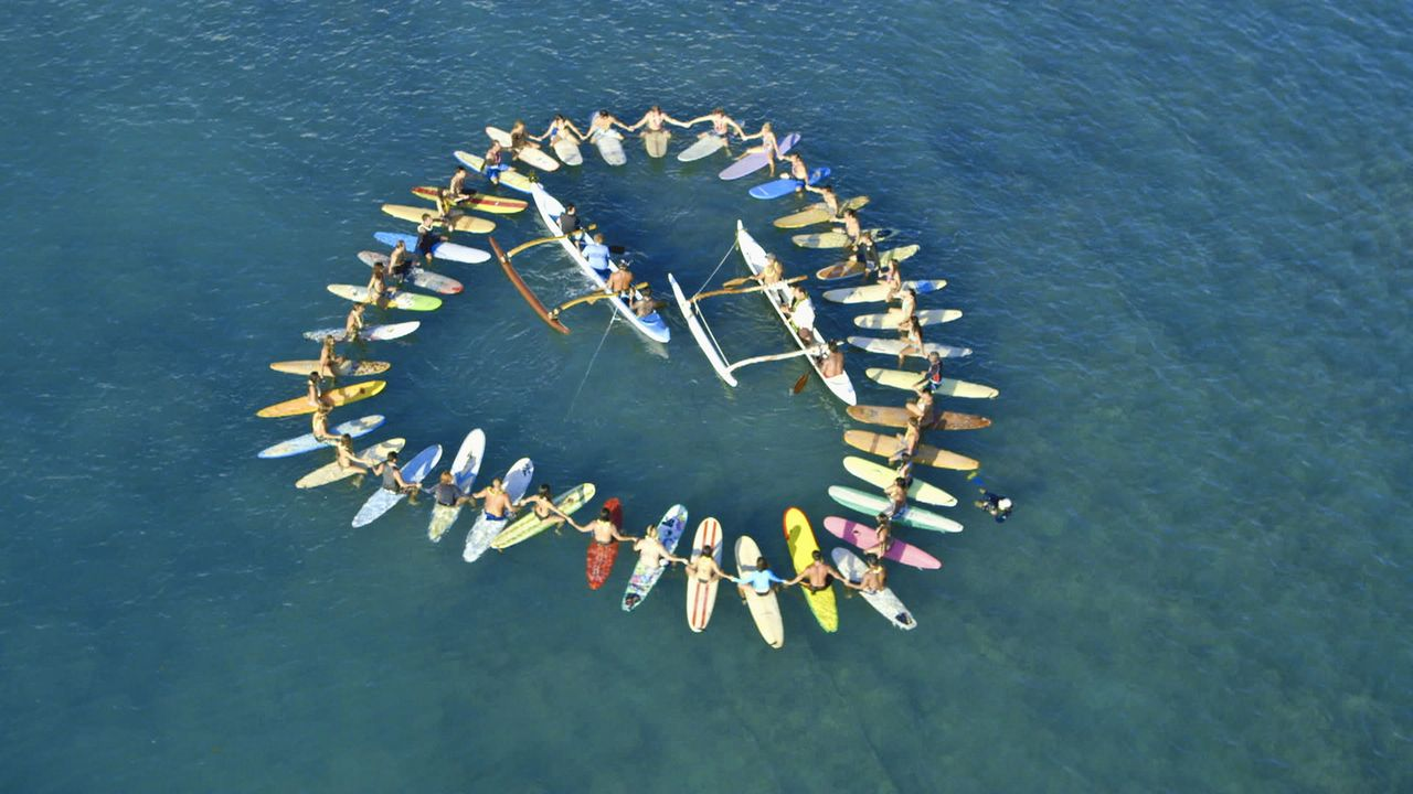 Nach dem schockierenden Tod von Chins Frau, nimmt das Team auf eine traditionelle hawaiianische Weise Abschied von ihr ... - Bildquelle: 2012 CBS Broadcasting, Inc. All Rights Reserved.
