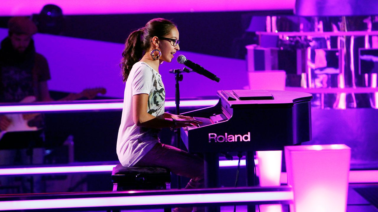 The-Voice-Kids-epi05-Maira-1-SAT1-Richard-Huebner - Bildquelle: SAT.1/Richard Hübner