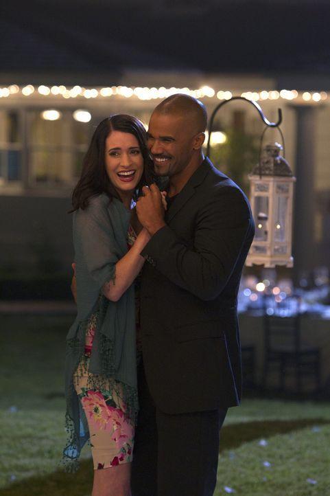 Genießen den Abend: Prentiss (Paget Brewster, l.) und Morgan (Shemar Moore, r.) ... - Bildquelle: ABC Studios