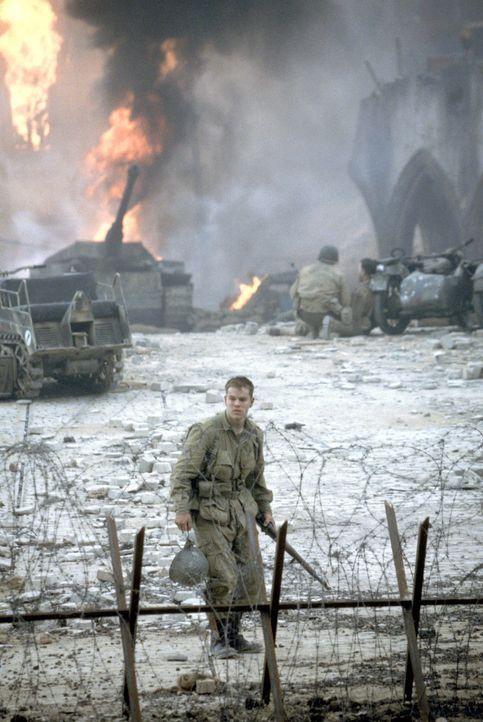 Noch ahnt der junge Fallschirmjäger Private James Ryan (Matt Damon) nicht, dass alle seine Brüder bereits gefallen sind und nun eine kleine Truppe... - Bildquelle: United International Pictures