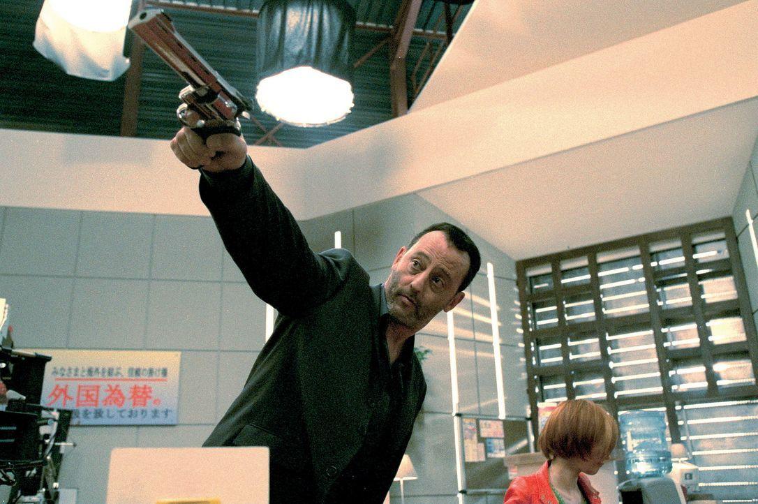 Der Cop Hubert Fiorentini (Jean Reno) ist berüchtigt für seine unkonventionelle Art, Gangstern aller Art das Leben schwer zu machen ... - Bildquelle: SONY PICTURES TELEVISION INTERNATIONAL