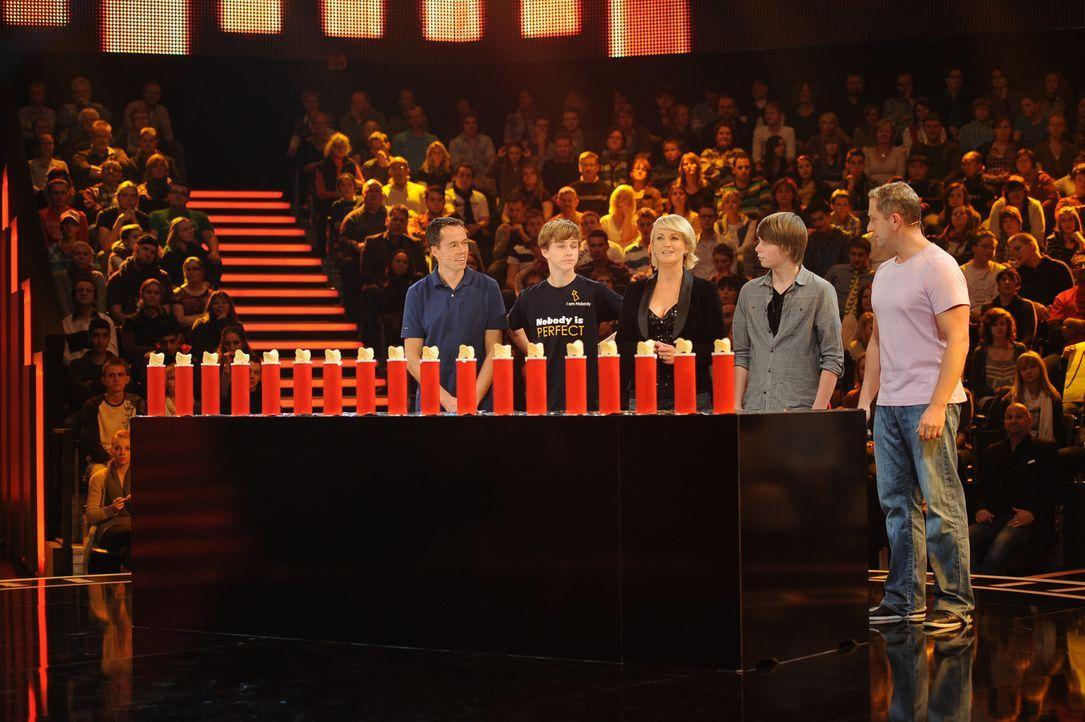 """""""Die perfekte Minute"""": Ulla Kock am Brink (M.) mit ihren Kandidaten Andreas (l.), Jan Marsfeld (2.v.l.), Niklas (2.v.r.) und Markus Blonski (r.) ... - Bildquelle: Willi Weber SAT.1"""