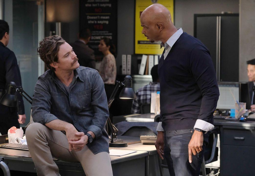 Wie lange kann Murtaugh (Damon Wayans, r.) seinem Kollegen Riggs (Clayne Crawford, l.) noch bei seinem selbstzerstörerischen Verhalten zusehen? - Bildquelle: Warner Brothers