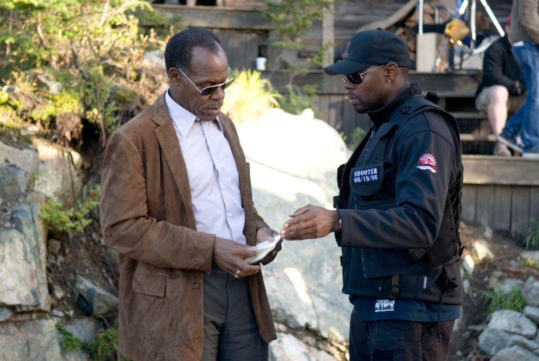 Colonel Johnson (Danny Glover, l.) spürt den einstigen Scharfschützen Bob Swagger auf, damit dieser ein angedrohtes Attentat auf den Präsidenten ver... - Bildquelle: 2007 by PARAMOUNT PICTURES. All Rights Reserved.