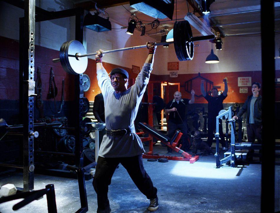 Rocky Balboa (Sylvester Stallone) hat sich aus der Boxszene zurückgezogen und will nur noch gelegentlich kleine Kämpfe bestreiten. Doch dann bahnt s...