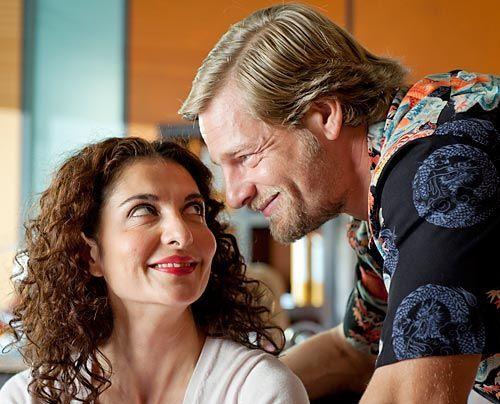 Kleine Eifersuchtsattacke: Tanja (Proschat Madani) mag Micks (Henning Baum) neue Freundin nicht besonders... - Bildquelle: Martin Rottenkolber - Sat1