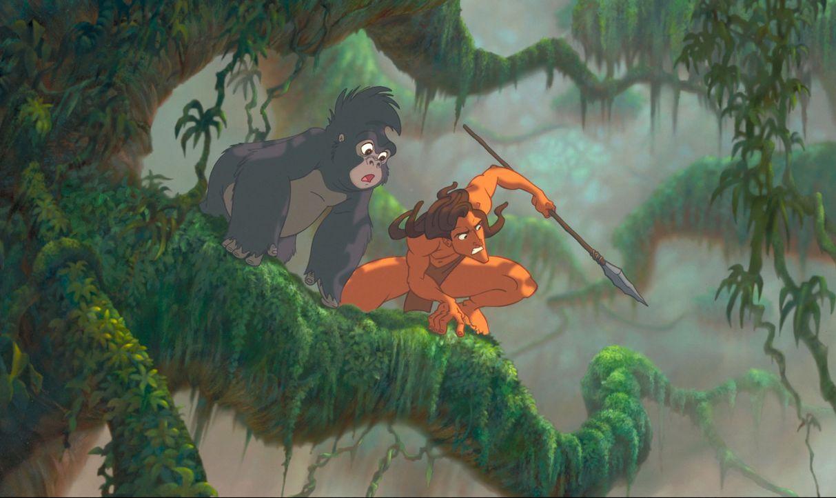 Gemeinsam mit seiner besten Freundin, Gorillamädchen Terk, l., nimmt Tarzan, r. den Kampf gegen den mordlustigen Leoparden Sabor auf, der seine Elte... - Bildquelle: Edgar Rice Burroughs Inc. and Disney