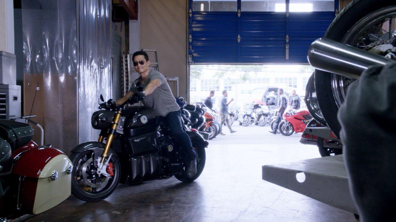 Ermittlungen in einen neuen Mordfall: Dabei muss Chin (Daniel Dae Kim) gemeinsam mit seinen Kollegen eine Bikergang befragen ... - Bildquelle: 2015 CBS Broadcasting, Inc. All Rights Reserved