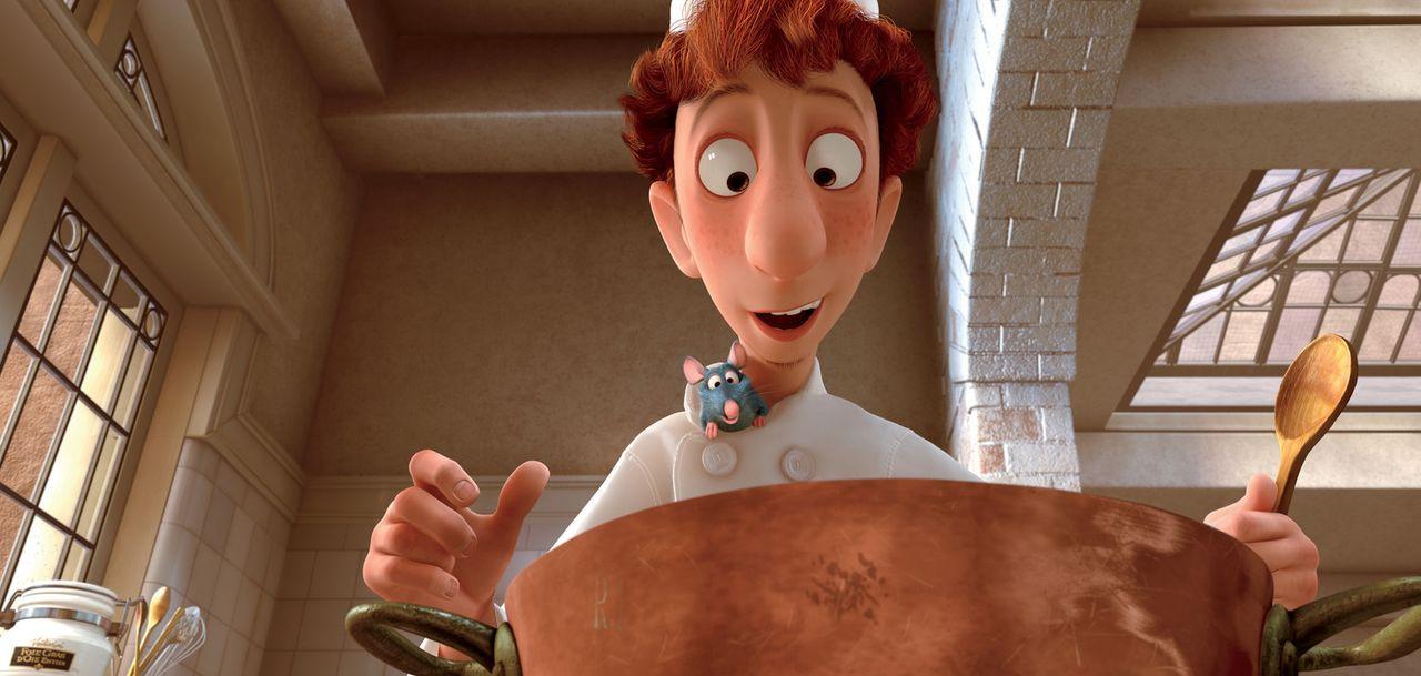 Die Feinschmecker-Ratte Remy verbündet sich mit dem unbegabten Linguini. . Ihn dirigiert Remy aus einem Versteck heraus - und verhilft ihm so zum R... - Bildquelle: Disney/Pixar.  All rights reserved