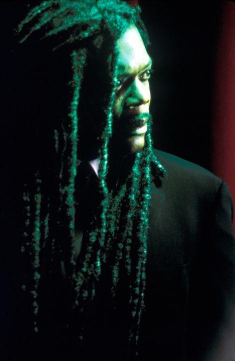 Am Valentinstag findet Romumls (Samuel L. Jackson) außerhalb seiner Höhle den gefrorenen Leichnam des jungen Ausreißers Scotty Gates in einem Baum h... - Bildquelle: Francise Productions