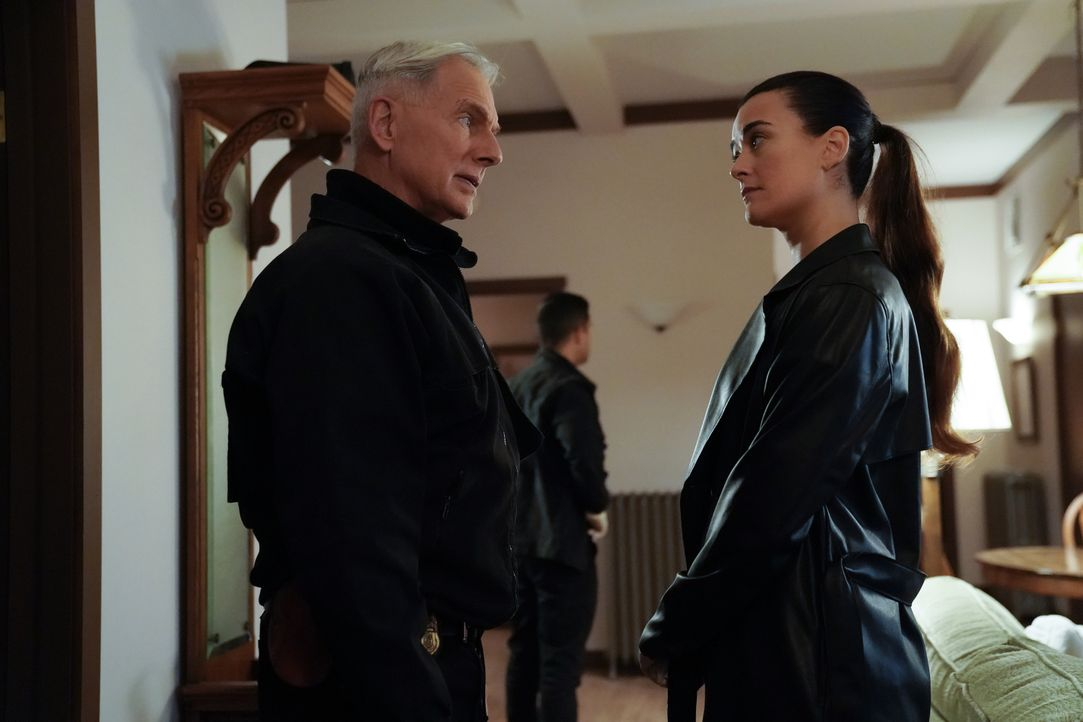 Leroy Jethro Gibbs (Mark Harmon, l.); Ziva David (Cote de Pablo, r.) - Bildquelle: Greg Gayne 2019 CBS Broadcasting, Inc. All Rights Reserved. / Greg Gayne