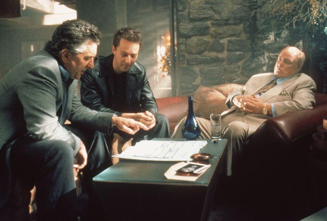 Eigentlich plant der alternde Safeknacker Nick (Robert De Niro, l.) einen geruhsamen Lebensabend. Doch sein einstiger Mentor Max (Marlon Brando, r.)... - Bildquelle: Paramount Pictures