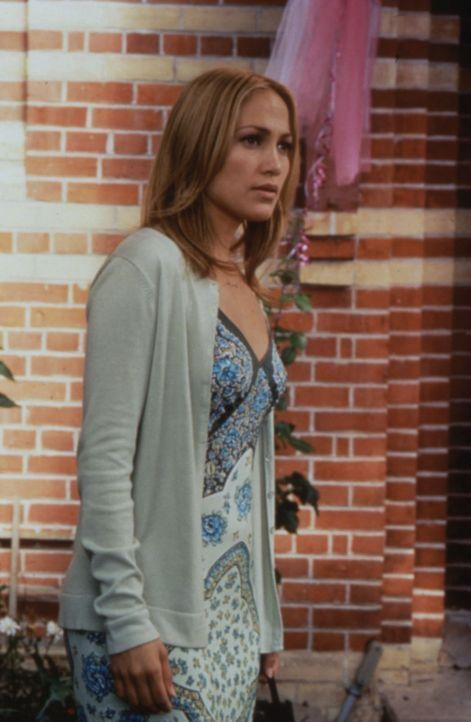 Durch vollen Einsatz versucht die scheinbar hartgesottene Polizistin Sharon (Jennifer Lopez) ihre Einsamkeit zu vergessen. - Bildquelle: Warner Bros.