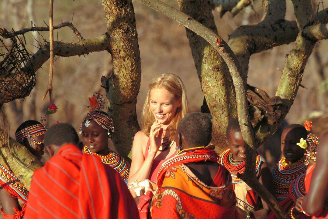 Trotz ihrer weißen Hautfarbe und ihrer Herkunft, fühlt sich Carola (Nina Hoss) vom Volk ihres kenianischen Ehemannes sofort akzeptiert und aufgeno... - Bildquelle: Constantin Film Produktion GmbH