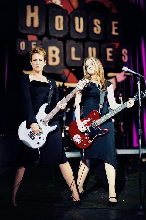 Dr. Tess Coleman (Jamie Lee Curtis, l.) und ihre 15-jährige Tochter Anna (Lindsay Lohan, r.) liegen sich meist in den Haaren. Ärger gibt's um alle... - Bildquelle: Buena Vista Pictures Distribution