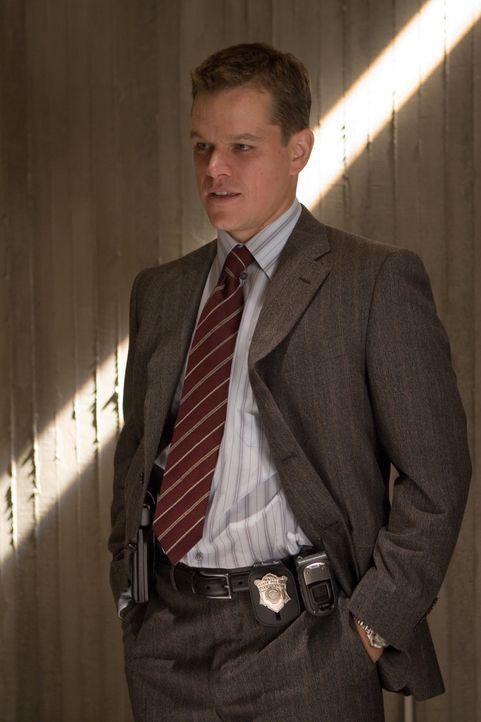 Eingeschleust bei der Polizei, erarbeitet sich Colin Sullivan (Matt Damon) in der Spezialeinheit schon bald eine wichtige Führungsposition und gehör... - Bildquelle: Warner Bros. Entertainment Inc