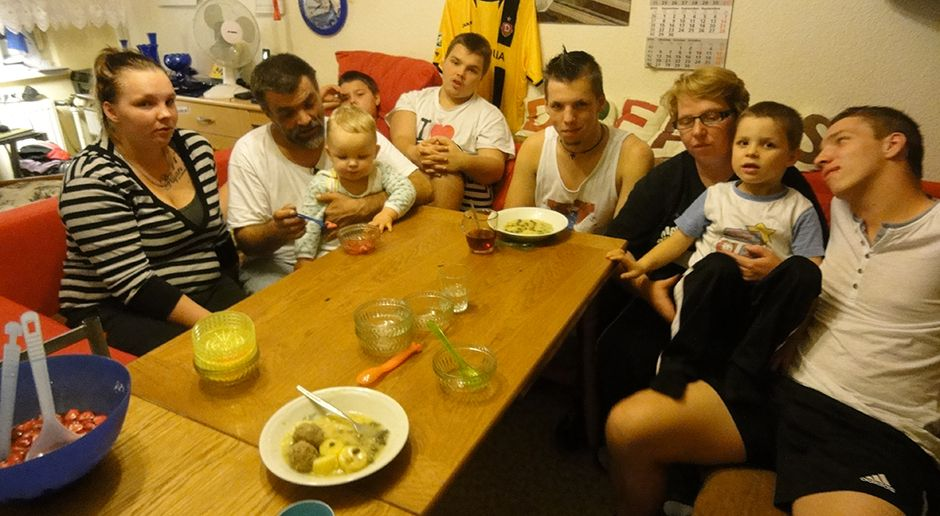 Großfamilie Hadrich-Ruder beimAbendessen 3