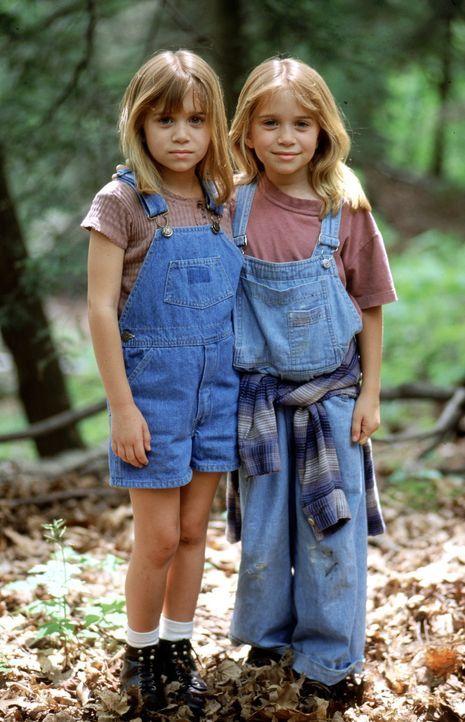 Amanda (Mary-Kate Olsen, l.) und Alyssa (Ashley Olsen, r.) sehen sich zum Verwechseln ähnlich. Deshalb schmieden die beiden schon bald einen verrü... - Bildquelle: Warner Bros.