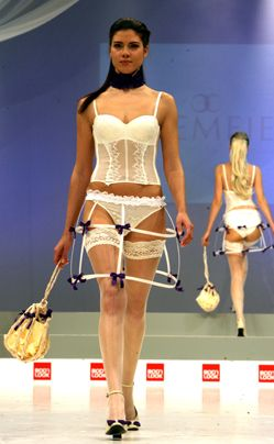 Bildergalerie Trendige Dessous - Damenmodemesse CPD - Bildquelle: dpa