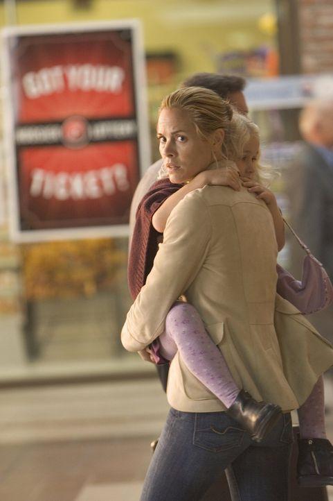 Paradise Lost: Anwältin Edie (Maria Bello) ... - Bildquelle: 2005 Warner Bros.