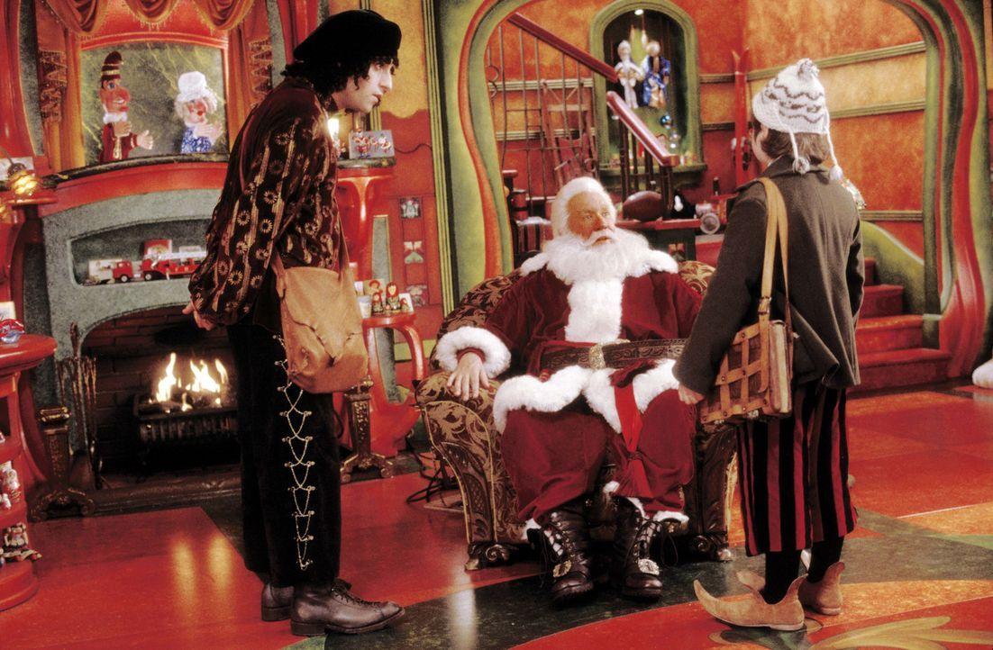 Haben eine Menge Ärger am Hals: Santa Clause (Tim Allen, M.) und seine Elfen Bernard (David Krumholtz, l.) und Curtis (Spencer Breslin, r.) ... - Bildquelle: Walt Disney Pictures