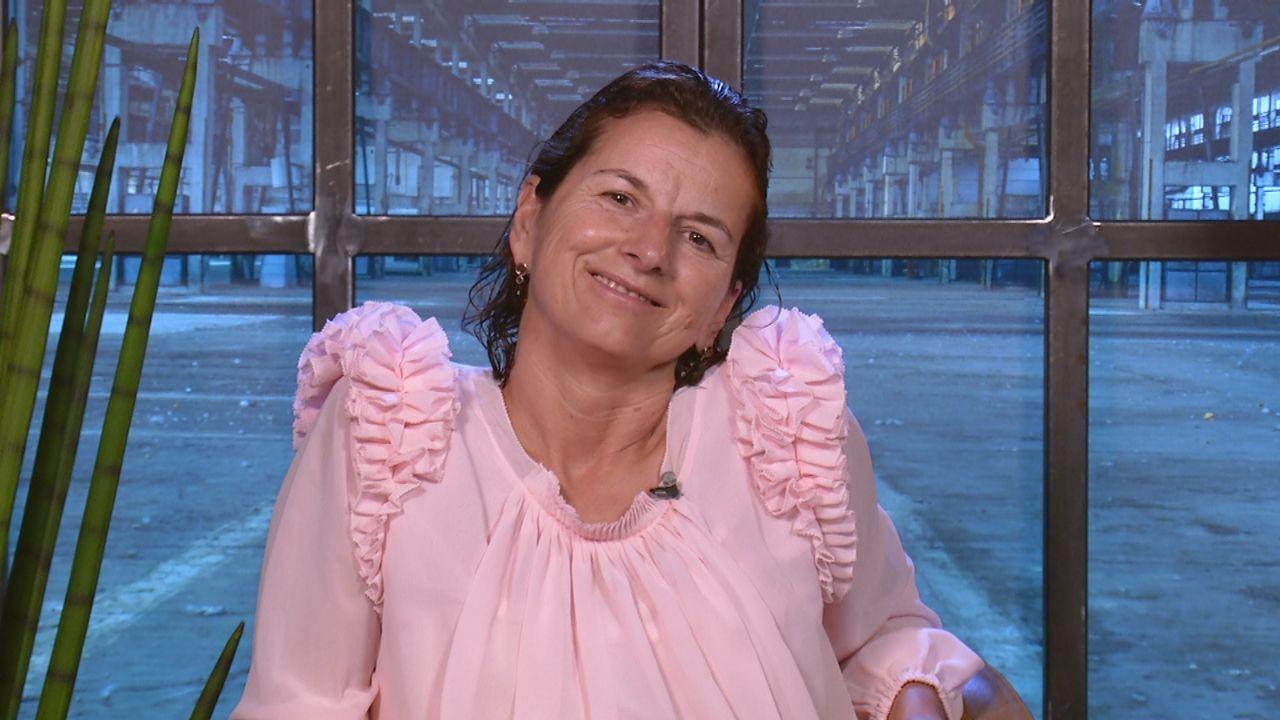 Frau Obert tankt - Bildquelle: SAT.1