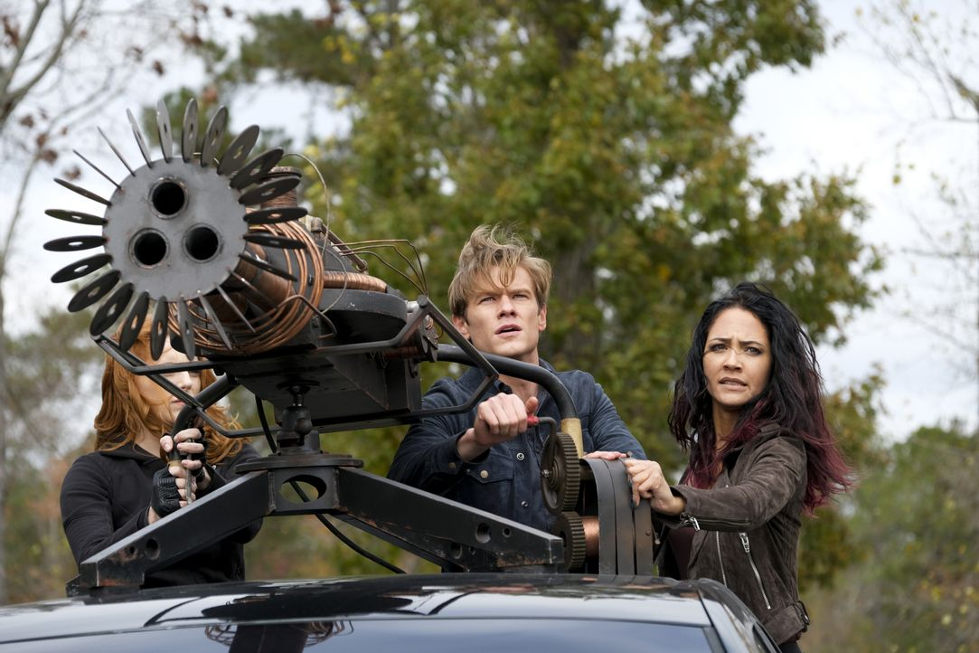 (v.l.n.r.) Scarlett (Amber Skye Noyes); Angus MacGyver (Lucas Till); Riley Davis (Tristin Mays) - Bildquelle: Mark Hill 2020 CBS Broadcasting, Inc. All Rights Reserved. / Mark Hill