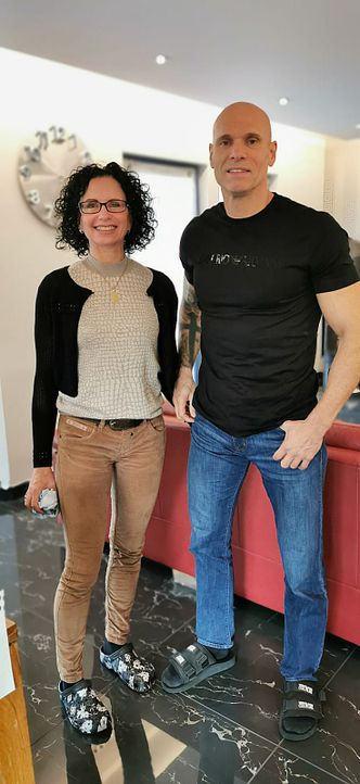 Alexandra Legat (l.); Thorsten Legat (r.) - Bildquelle: SAT.1 / Warner Bros. IPTV Germany