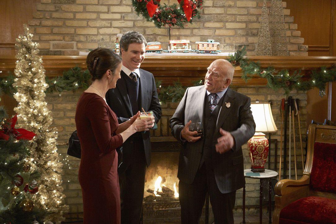 Wenn die wüssten, was Zuhause los ist: Curtis (Doug Murray, 2.v.l.) und Catherine Baxter (Ellie Harvie, l.) besuchen eine Weihnachtsparty von ihrem... - Bildquelle: 2012 Twentieth Century Fox Film Corporation.  All rights reserved.
