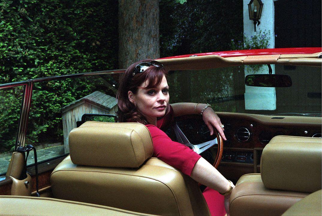 Die durchtriebene Felicitas Minkowski (Susanna Simon) ahnt nicht, was sich hinter ihrem Rücken zusammenbraut ... - Bildquelle: Sat.1