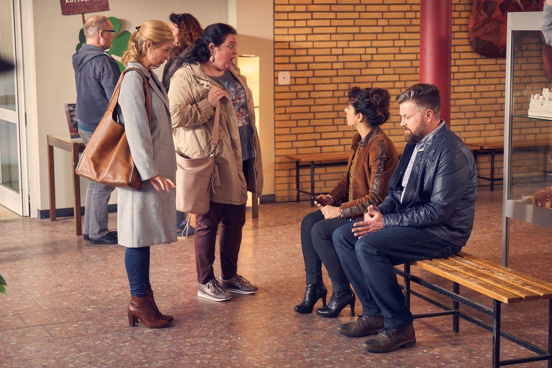 (v.l.n.r.) Hannah (Pina Kühr); Kim (Nadja Zwanziger); Mel (Tanya Erartsin); Walter (Andreas Birkner) - Bildquelle: Frank Dicks SAT.1 / Frank Dicks