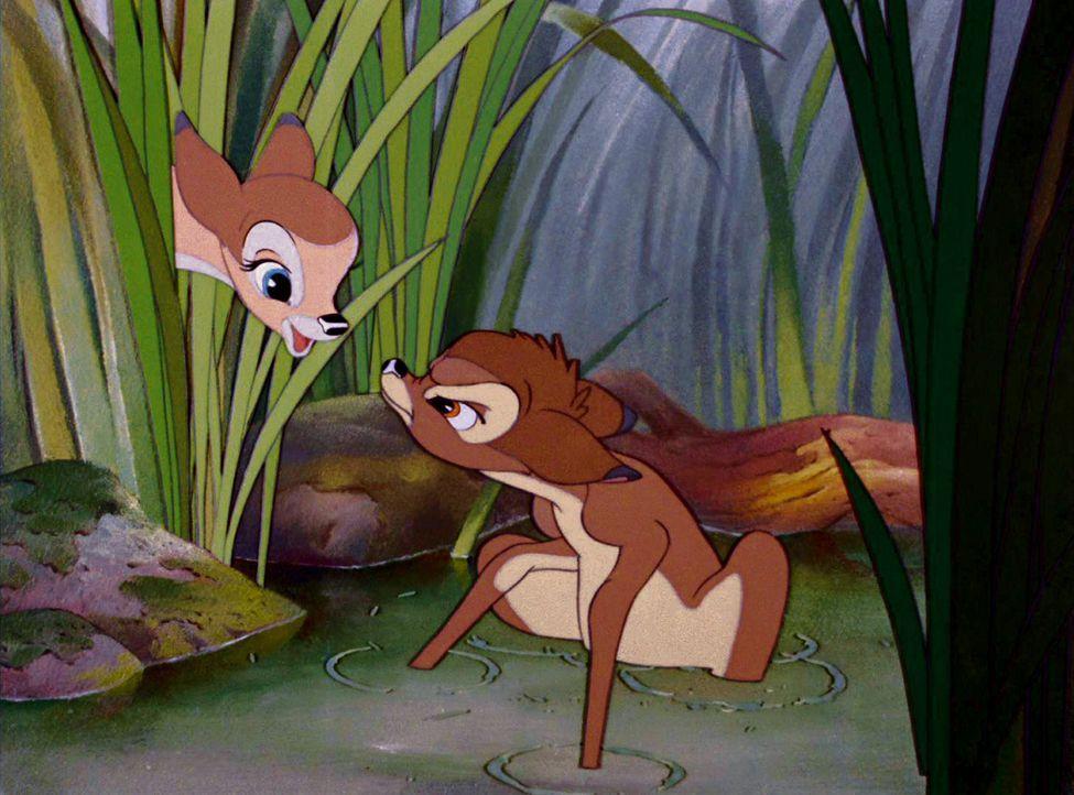 Feline (l.) und Bambi (r.) schließen als Kinder Freundschaft, aus der sich später mehr entwickeln soll ... - Bildquelle: Disney