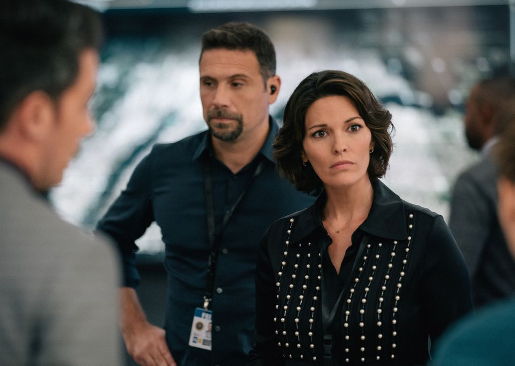 Assistant Special Agent in Charge Jubal Valentine (Jeremy Sisto, l.); Special Agent in Charge Isobel Castille (Alana De La Garza, r.) - Bildquelle: Michael Parmelee 2019 CBS Broadcasting, Inc. All Rights Reserved. / Michael Parmelee