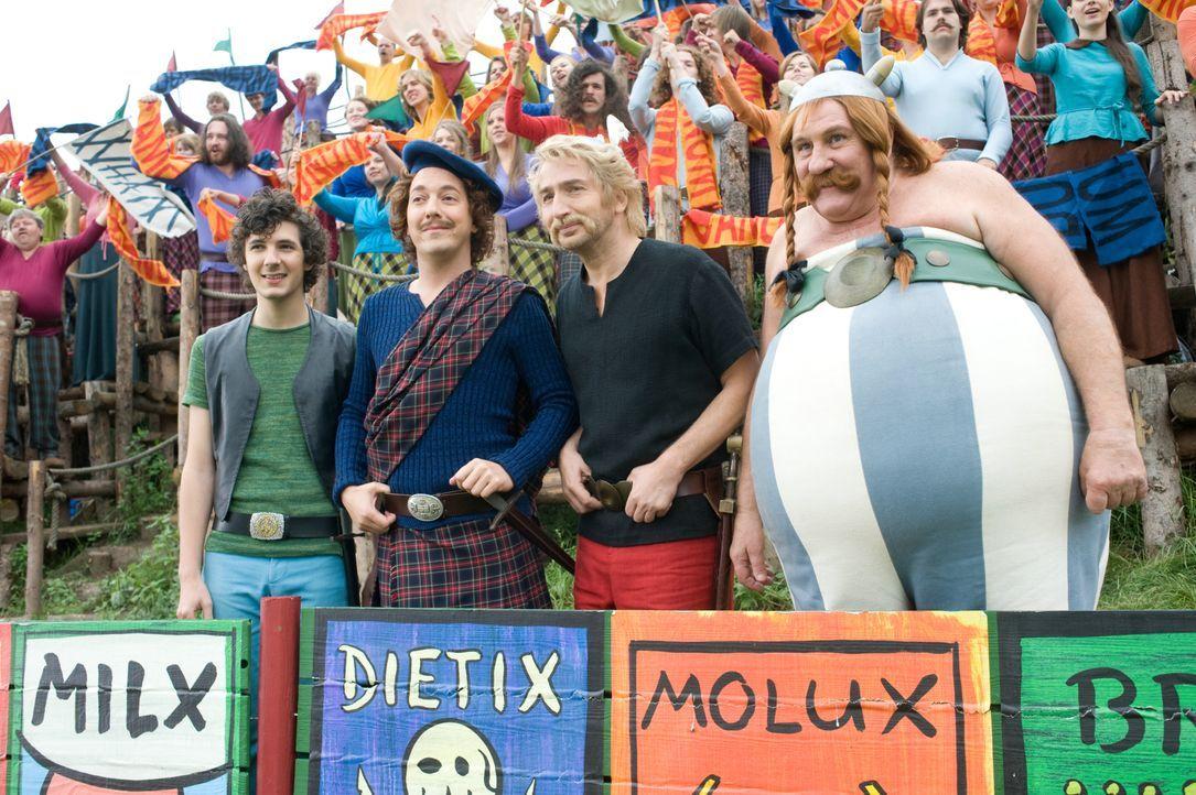 (v.l.n.r.) Grautvornix (Vincent Lacoste); Teefax (Guillaume Gallienne); Asterix (Edouard Baer); Obelix (Gérard Depardieu) - Bildquelle: LEONINE Studios